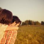 女性が自分をより好きになる「与えない」恋愛テクニック